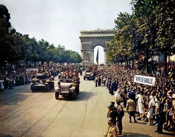 Vista general desfile. Capítulo:París 26 de agosto, 1944