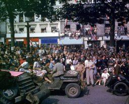 Desfile del 26 HT Les Pingouins. Capítulo: París 26 de agosto, 1944