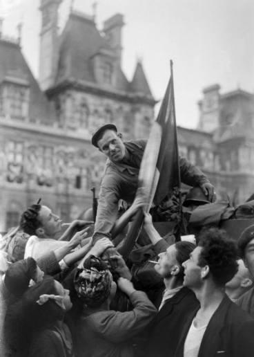 Llegada del HT Guadalajara al ayuntamiento. Capítulo: París, 24 de agosto de 1944