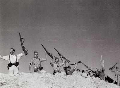 20-milicianos03