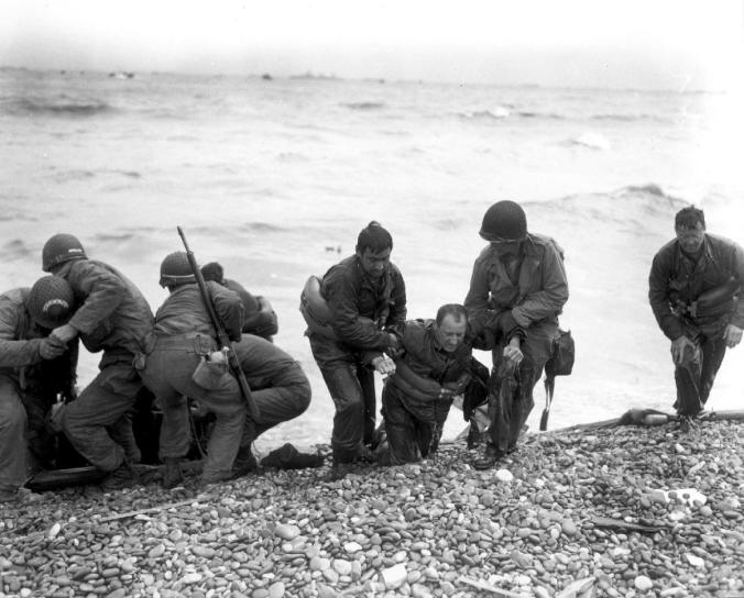 wik_d-day-allies-coming-ashore-with-wounded