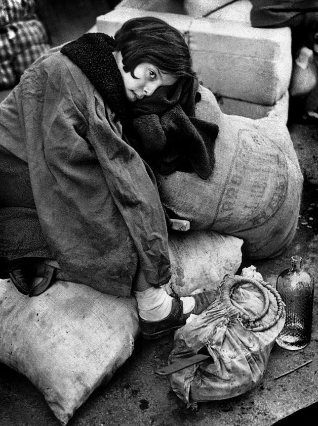 14-Capa, niña en Barcelona 1939