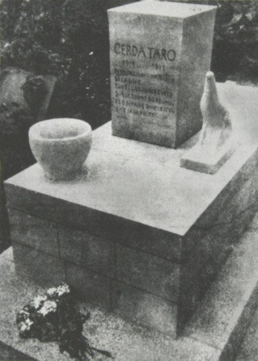 GERDA TARO TOMB IN PERE-LACHAISE CEMETERY OF PARIS