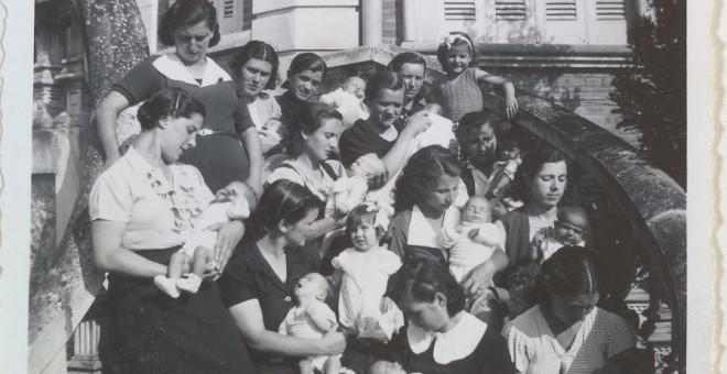 mujeres con ñiños en la maternidad. jpg